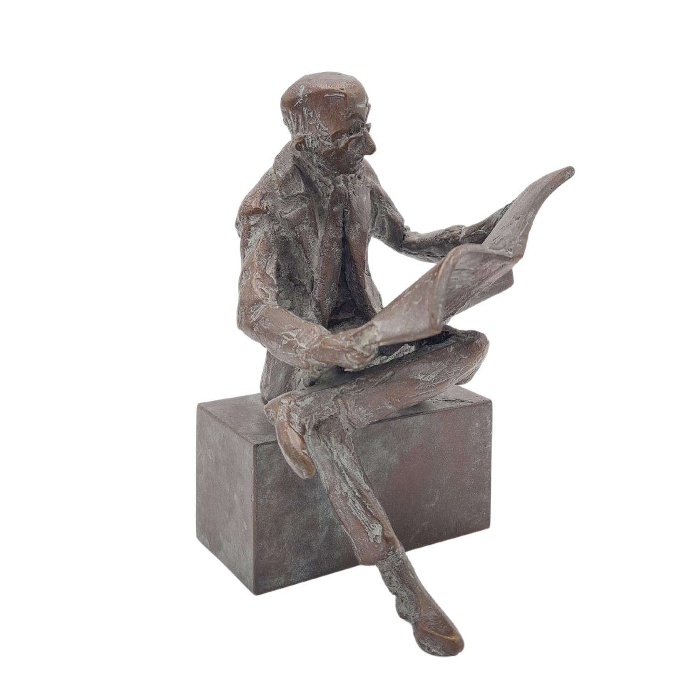 """Bronzefigur """"Der Zeitungsleser"""""""